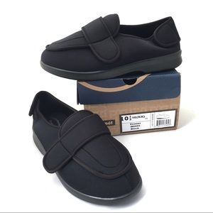 Propet Black Cronus Neoprene Slipper  10.5 NIB